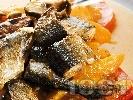 Рецепта Печена риба зарган с кайсии, домати и бяло вино на тиган